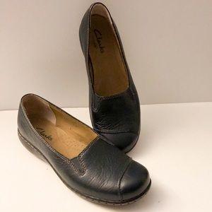 Clarks Active Air navy blue leather flats
